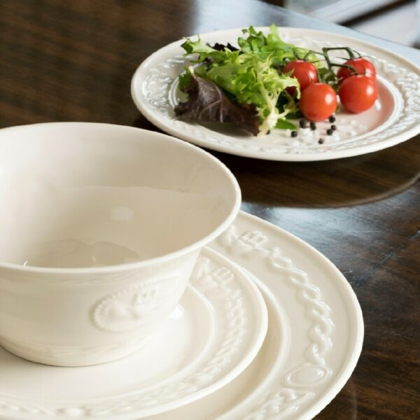 Belleek Claddagh Large Serving Bowl Modeled with accent plates